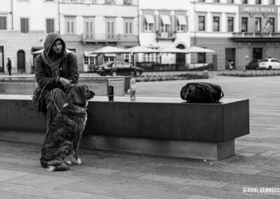 """""""Un cane sa ascoltare, e sa persino leggere. Non i libri, quelli sono capaci tutti tranne lui. Il cane sa leggere il cuore dell'uomo."""