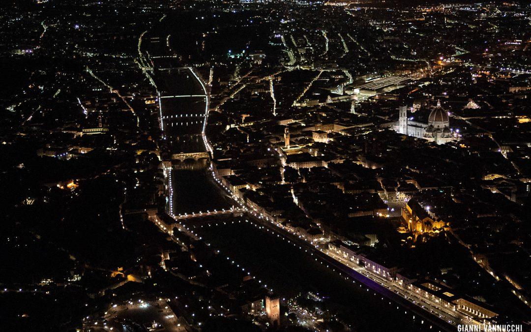 Volo notturno su Firenze